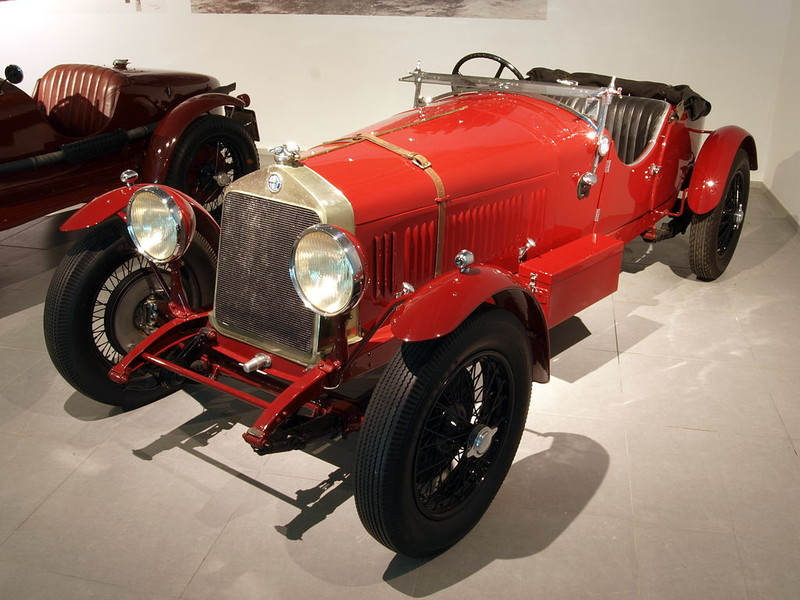 ":: ""1929 Alfa Romeo 6C 1500 Super Sport Works Team Car p2"" von AlfvanBeem - Eigenes Werk. Lizenziert unter CC0 über Wikimedia Commons - https://commons.wikimedia.org/wiki/File:1929_Alfa_Romeo_6C_1500_Super_Sport_Works_Team_Car_p2.JPG#/media/File:1929_Alfa_Romeo_6C_1500_Super_Sport_Works_Team_Car_p2.JPG"