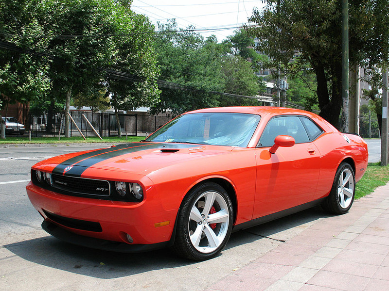 ":: ""Dodge Challenger SRT-8 Hemi 2009 (10012381986)"" von order_242 from Chile - Dodge Challenger SRT-8 Hemi 2009. Lizenziert unter CC BY-SA 2.0 über Wikimedia Commons - https://commons.wikimedia.org/wiki/File:Dodge_Challenger_SRT-8_Hemi_2009_(10012381986).jpg#/media/File:Dodge_Challenger_SRT-8_Hemi_2009_(10012381986).jpg"