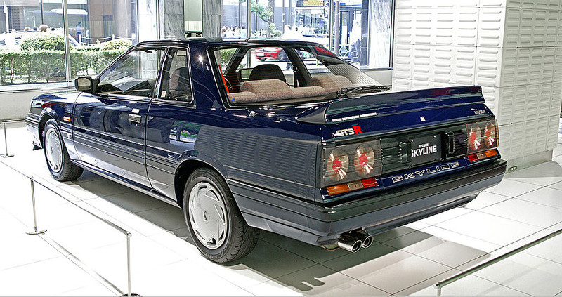 ":: ""Nissan Skyline R31 2000 GTS-R 003"" von I, 天然ガス. Lizenziert unter CC BY-SA 3.0 über Wikimedia Commons - https://commons.wikimedia.org/wiki/File:Nissan_Skyline_R31_2000_GTS-R_003.jpg#/media/File:Nissan_Skyline_R31_2000_GTS-R_003.jpg"