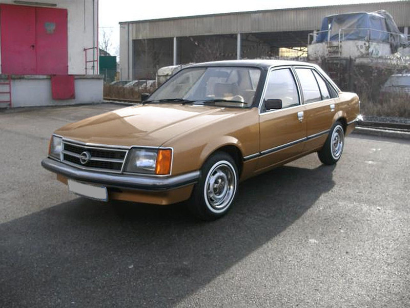 ":: ""OPEL-VAUX-COMMODORE"" von Ecogarf - Eigenes Werk. Lizenziert unter GFDL über Wikimedia Commons - https://commons.wikimedia.org/wiki/File:OPEL-VAUX-COMMODORE.jpg#/media/File:OPEL-VAUX-COMMODORE.jpg"