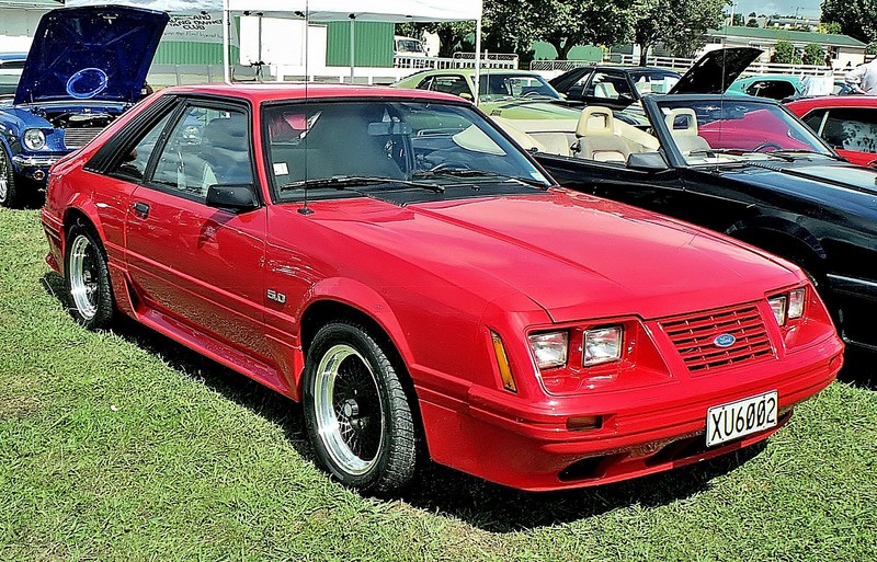 ":: ""1979 Ford Mustang (16336862345)"" von GPS 56 from New Zealand - 1979 Ford Mustang. Lizenziert unter CC BY 2.0 über Wikimedia Commons - https://commons.wikimedia.org/wiki/File:1979_Ford_Mustang_(16336862345).jpg#/media/File:1979_Ford_Mustang_(16336862345).jpg"