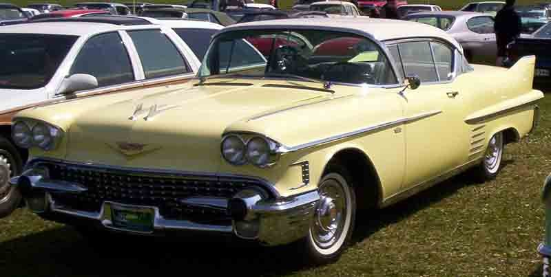 ":: ""Cadillac Coupe De Ville 1958"" von Lars-Göran Lindgren Sweden - Eigenes Werk. Lizenziert unter GFDL über Wikimedia Commons - https://commons.wikimedia.org/wiki/File:Cadillac_Coupe_De_Ville_1958.jpg#/media/File:Cadillac_Coupe_De_Ville_1958.jpg"