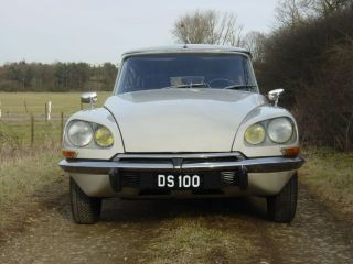 ":: ""Citroen Ds100"". Lizenziert unter Gemeinfrei über Wikimedia Commons - https://commons.wikimedia.org/wiki/File:Citroen_Ds100.jpg#/media/File:Citroen_Ds100.jpg"