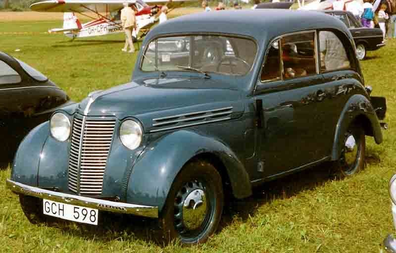 ":: ""Renault Juvaquatre 1939"" von Lars-Göran Lindgren Sweden - Eigenes Werk. Lizenziert unter CC BY-SA 3.0 über Wikimedia Commons - https://commons.wikimedia.org/wiki/File:Renault_Juvaquatre_1939.jpg#/media/File:Renault_Juvaquatre_1939.jpg"